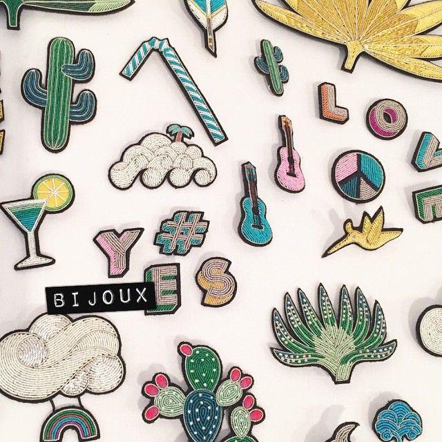 643 отметок «Нравится», 11 комментариев — Deedee Paris (@deedeeparis) в Instagram: «Les jolis bijoux brodés @maconetlesquoy ❤️💙💜💛💚 #maconetlesquoy #bijoux #choux #hiboux #cailloux…»