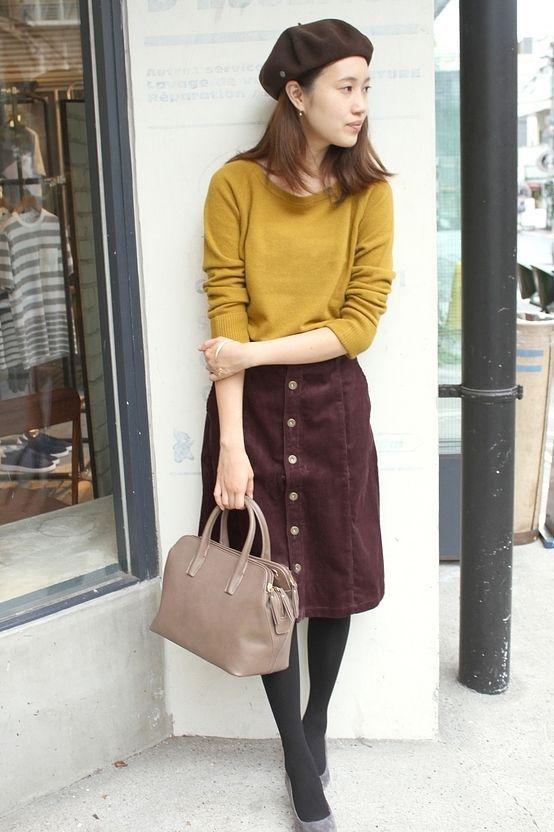 8WコールAラインスカート  秋を感じるマスタードとボルドーの組み合わせ。 コーデュロイ素材のスカートはコールは細めなのでカジュアルすぎずきれい見えの印象です。