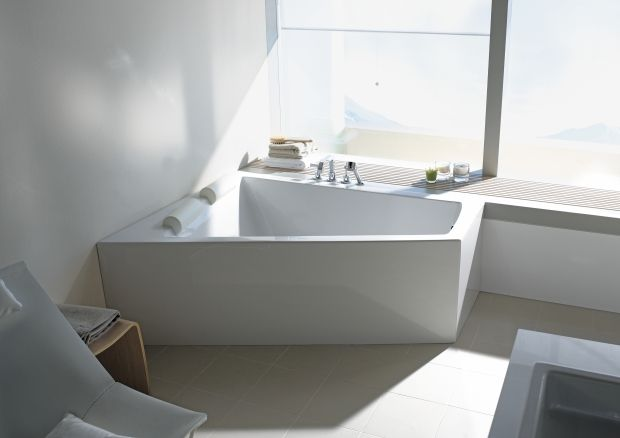 Paiova bathtub: its trapezoidal shape offers space for two people to lie side by side