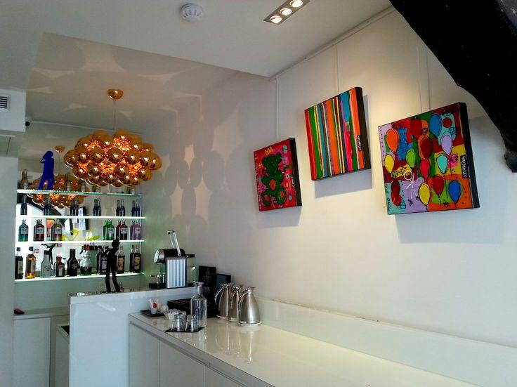 Les toiles de David Ferreira toujours là pour nous apporter tendresse et couleur :-) Toujours à l'hôtel Georgette !