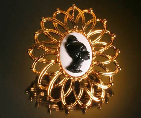 """Chicness is this beauty from Coreen Simpson's """"The Black Cameo Collection.""""Brooches, Cameo Shells, Art Appreciation, Jewelry Pin, Legends Pin Pending, Bit Passé, Cameo Collection, Coreen Simpsons, Black Cameo"""