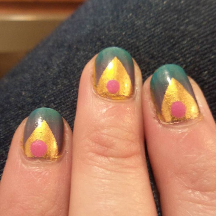 Today's #nailart  Don't worry still making actual #art as well but longer projects with a lot of planning so the nails are nice for a lil break testing colors and shapes (:   #fineart #art #eatenkate #studiolife #contemporarycraft #sweden #konsthantverk #sketch #studio #colorgasm #sverige #nagels #nagellack #nagellak #kunst #konst #taide #schets