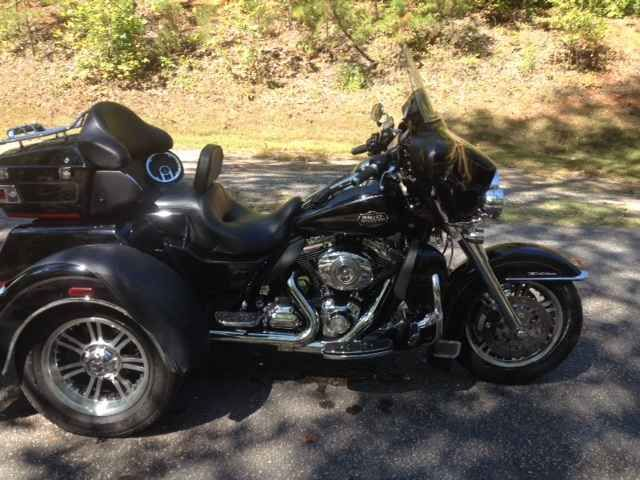 Used 2012 Harley-Davidson TRI GLIDE ULTRA CLASSIC Motorcycles For Sale in South Carolina,SC. ready to go back to two wheels, this is one well taken care of triglide with like 26k miles. yes its been around the usa, there are no scratches, dents etc. adult ridden 2up all the time. comes with a tuner with a real nice tune, no pinging or hesitations anywhere, runs like an electric motor. has three up grades, se 255 cams, se new compensator, new chain tensioner, big sucker air cleaner, other…