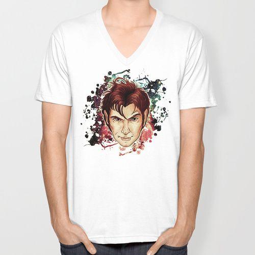 もちろんシャロックから着ませんでしたがイギリスからだし・・・ドクターフーのボードがないんだし。 A portrait drawn and designed by Indigo East of the Tenth Doctor portrayed by David Tennant in the British television series Doctor Who.  http://society6.com/ieindigoeast/tenth-doctor-ikr_t-shirt#11=49&4=89