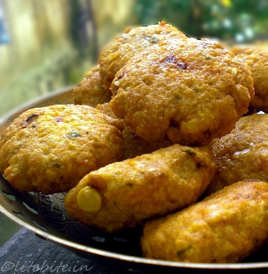 Daal Vada - A Crispy lentil snack from India @sanjeeta http://sanjeetakk.blogspot.in/2012/03/crispy-lentil-snacks-daal-vada.html