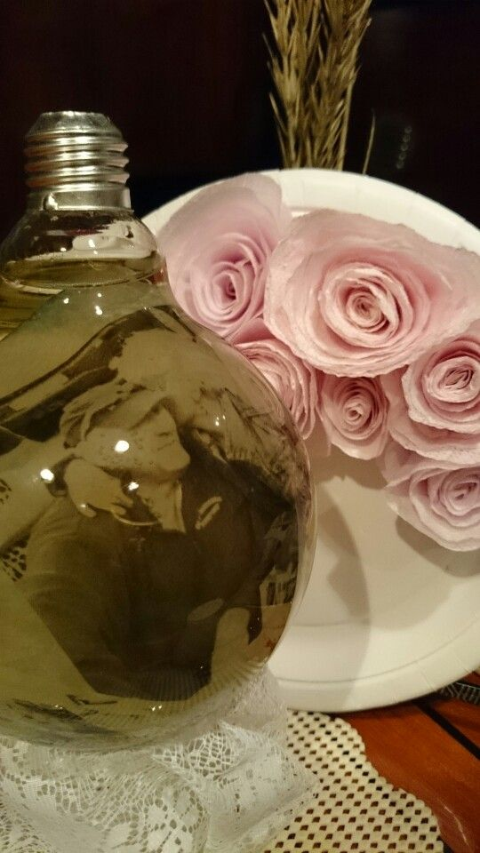 Lightbulb with pictures and water ☺ Diy roses.
