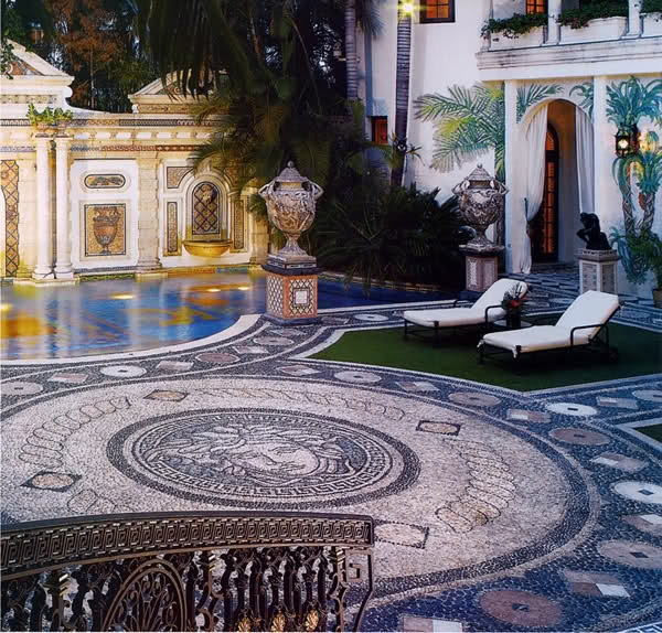 Best 25 casa miami ideas on pinterest houses in miami for Versace pool design