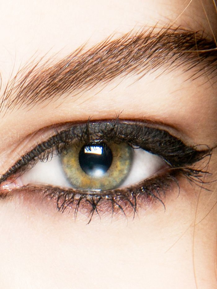 6 Eyeliner Tricks for Girls with Small Eyes via @ByrdieBeauty