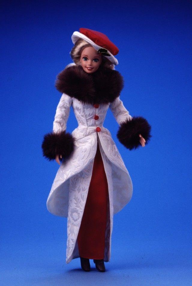 Holiday Memories is a Hallmark special edition doll from its 85th anniversary of Hallmark Cards in 1995.