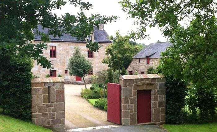 Si vous souhaitez profiter du calme de la campagne pendant votre séjour en Bretagne, dirigez vous vers la commune de Saint-Etienne-en-Coglès ...