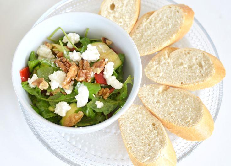 Om aan je extra portie groenten te komen, kun je heel makkelijk een snelle salade maken als lunch. Dit is vooral heel lekker in combinatie met de zachte smaak van Hüttenkäse. Smul mee met het recept! Hüttenkäse heeft een hele zachte smaak en smaakt niet te overheersend naar kaas. Een ideaal product als je niet …