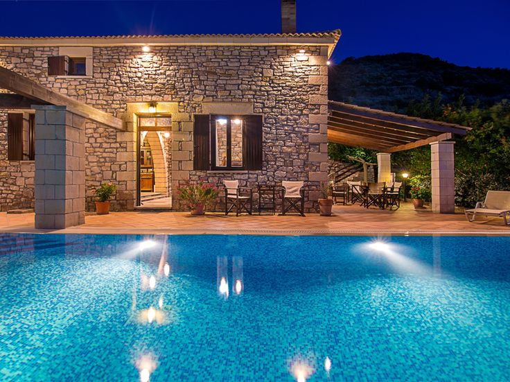 #Falasarna #Villas, a large pool, a terrace and views over Falasarna bay and out to sea, the truly-Cretan hills to the front and to the south, but look yonder and the sea beckons. Ready to #Book: http://www.cretetravel.com/hotel/falasarna-villas