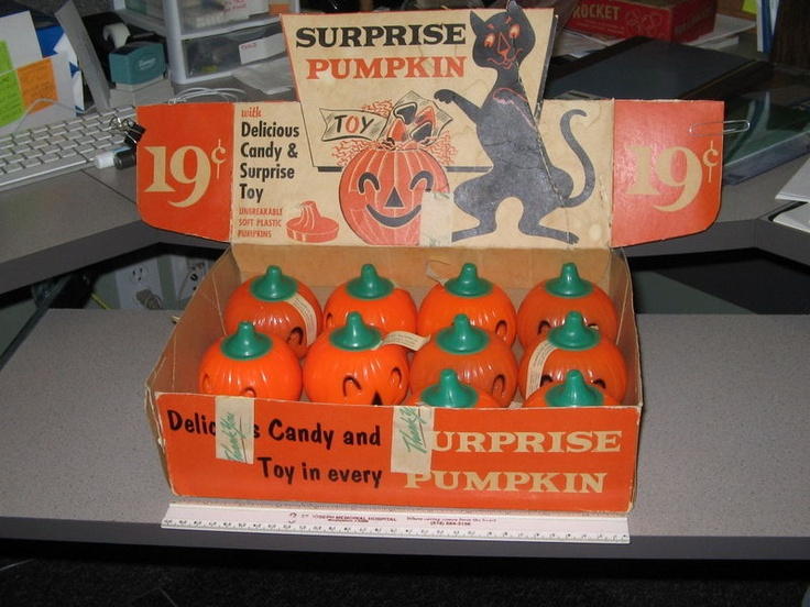 Rosen 1950s halloween candy store display box