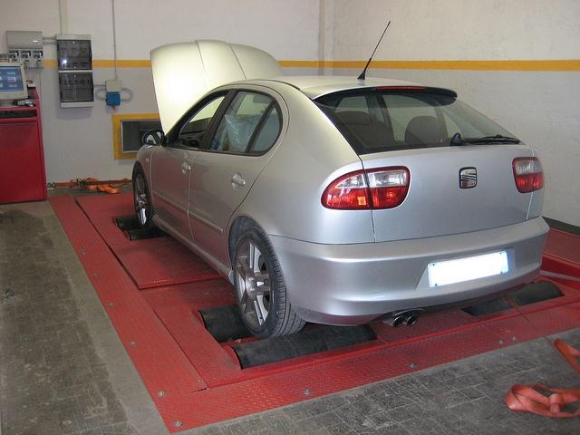 Seat Leon 1900 tdi    Mappatura Centralina, frizione rinforzata Sachs Racing, volano monomassa alleggerito in acciaio, filtro aria con presa dinamica.