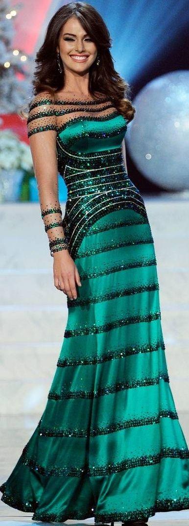 Irene Esser luciendo vestido de Gionni Straccia, en la noche de miss universo 2012