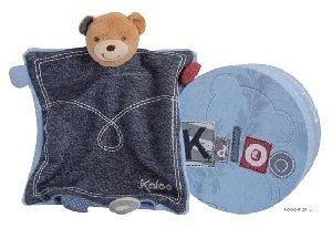 Kaloo Doudou Marionnette Ours Tresor Blue Denim chez Doudouplanet.com - 21720 #kaloo  Depuis sa création en 1998, Kaloo s'est donné pour mission de construire des univers pour bébés, innovants et uniques.  Vous recherchez un doudou kaloo, un lapin kaloo, une collection kaloo spécifique, telle que kaloo blue, kaloo liliblue, kaloo lilirose, kaloo lollies, kaloo plume, nous aimons aussi l'ours kaloo, les tapis d'éveil kaloo, le tour de lit kaloo, et le kaloo patapouf.