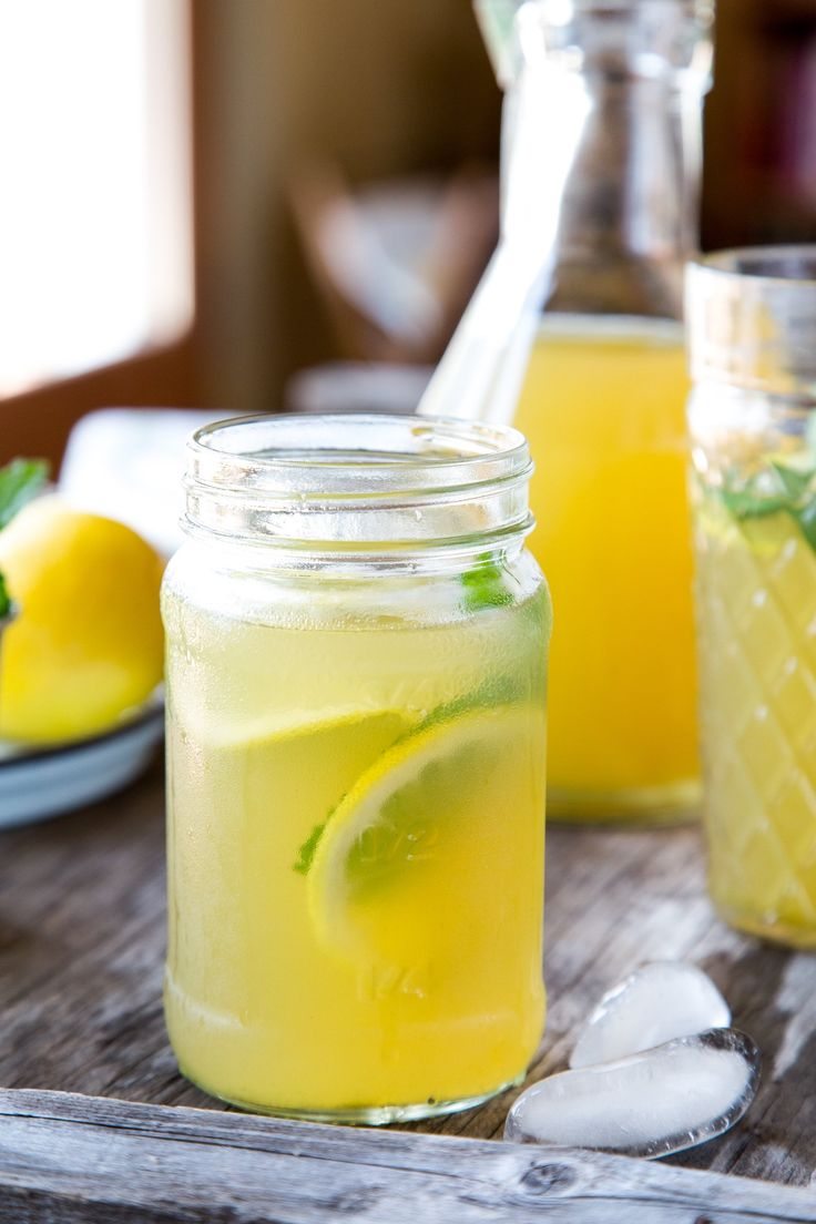 As summer slowly winds down and with only a handful of grilling weekends left, it's time to savor some hot-weather favorites — like this twist on the classic iced tea. Kick off your Labor Day weekend with a simple and refreshing glass of iced green tea flavored with ginger, mint, and honey.