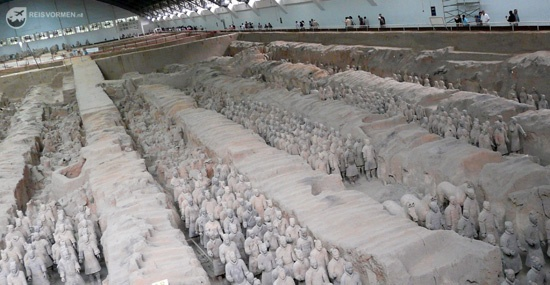 The biggest pit at the Terracotta Army from a different angle.