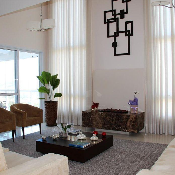 Sala de estar com Poltrona Marrom de Leonice Alves - 46776 no Viva Decora