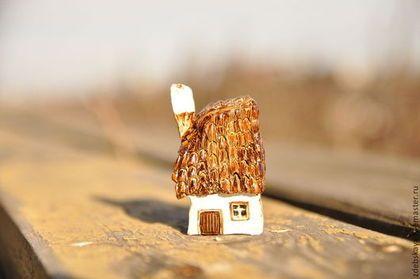 Сельский домик. - коричневый,сепия,дом,домик,миниатюра,минискульптура