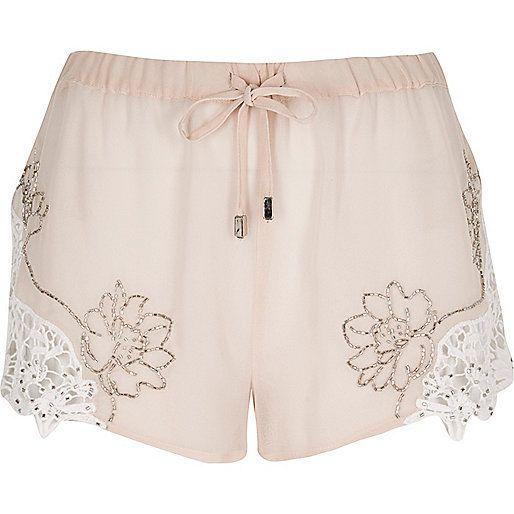 Verzierte Shorts in Hellrosa