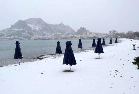EPIRUS TV NEWS: [ΕΛΛΑΔΑ]Εντυπωσιακές εικόνες – Χιόνια και στις παρ...