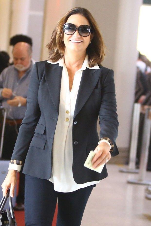 Luiza Brunet embarca elegante em aeroporto do Rio