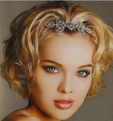 Bridesmaid Updos For Short Hair - Bing ImagesShorts Curly Hairstyles, Hair Clips, Prom Hairstyles, Hair Wedding, Bridal Hairstyles, Shorts Hair Style, Wedding Hairstyles, Shorts Wedding Hair, Shorts Hairstyles