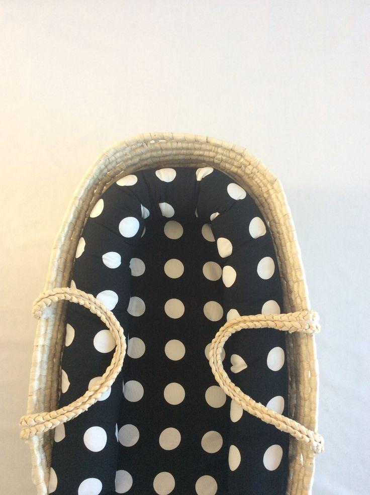 Babynest svart med vita prickar