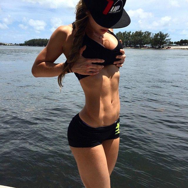 Colombian Anllela Sagra's Best 30 Instagram Fitness Pics!