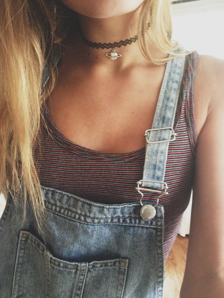 Grunge Outfit with Choker Necklace - http://ninjacosmico.com/18-must-have-grunge-accessories-clothing/16/