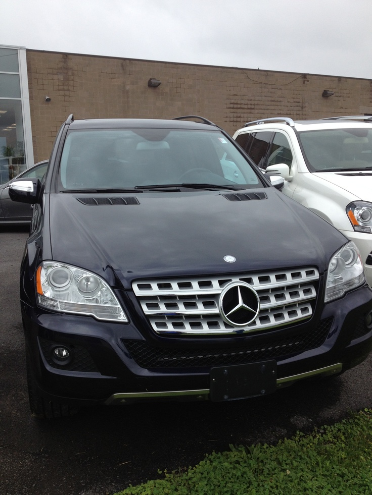 My 2011 ml350 in navy mb calls this capri blue for Navy blue mercedes benz