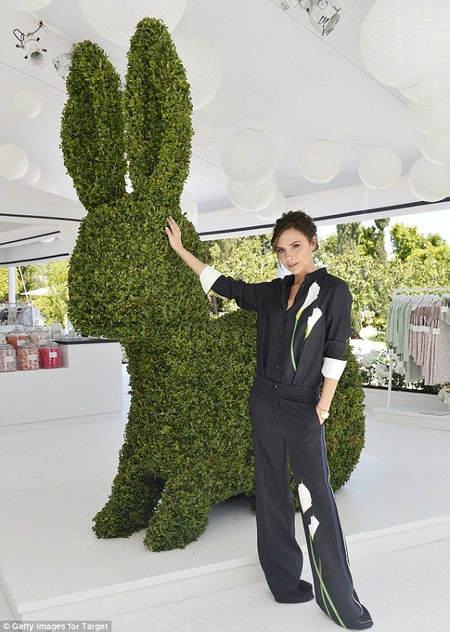 Anyone for tea?Victoria Beckham threw a fabulous garden party high above Los Angeles, Cali...
