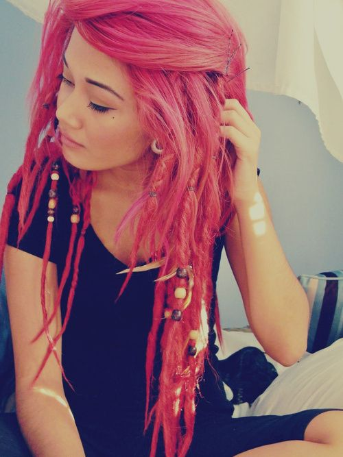whaaat? these are my kind of dreads. bright pink and loose, pretty locks (: