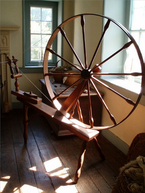 old spinning wheel- I'd love to have one of these and learn how to use it!
