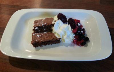 Saftig Brownie med kokesjokolade - http://www.alleoppskrifter.no/o/saftig-brownie-med-kokesjokolade-2883593.html