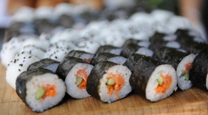 Sushi gulung juga harus diwaspadai sebab sering ditambahkan dengan bahan-bahan…