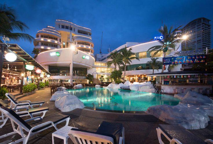 Отдых в Таиланде  Отель  A-One The Royal Cruise оформленный в морском стиле расположен в 350 метрах от театра Тиффани, в 700 метрах от ресторана Hard Rock Café, в 3 минутах ходьбы от пляжа. К услугам гостей открытый бассейн, спа-салон и бесплатный Wi-Fi. #Таиланд  В отеле: 466 номеров. Номера оформлены в сине-белых тонах. В номерах: принадлежности для чая/кофе, телевизор с кабельными каналами, халаты и тапочки, мини-бар, сейф, кондиционер, холодильник...