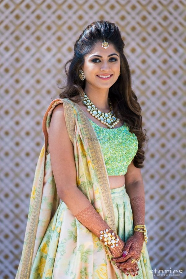 30 Gorgeous Hairstyles Perfect For Your Roka Lehenga Hairstyles Indian Hairstyles Indian Bride Hairstyle