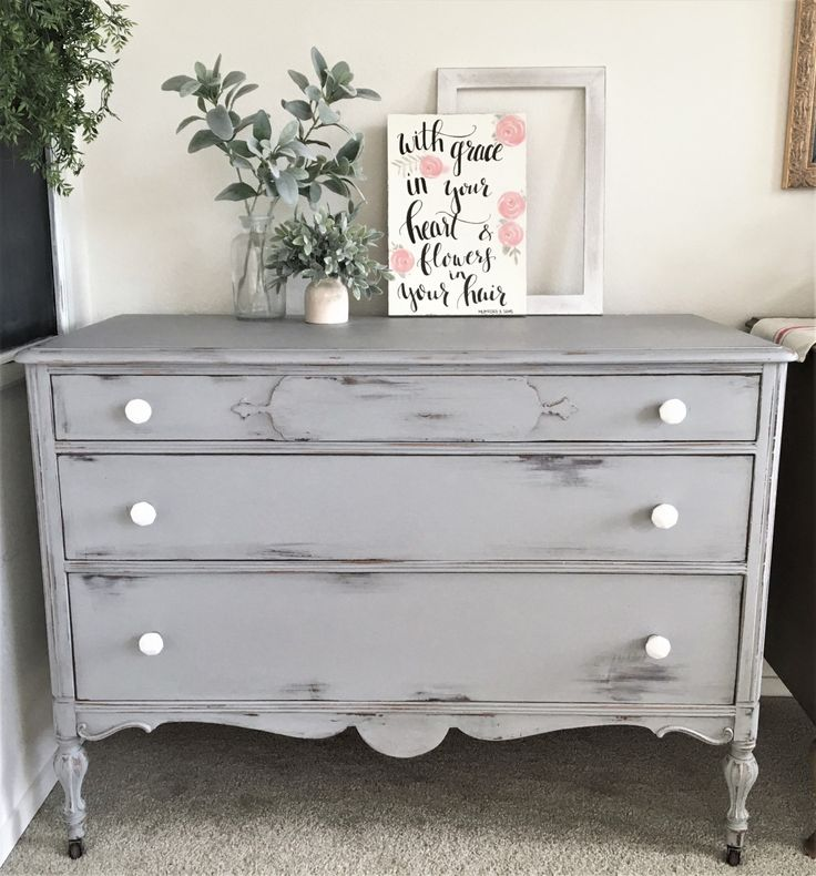 Chippy Dresser #DIY #furniturepaint #paintedfuniture #countrychicpaint #grey #chalkpaint #chippy #rustic #distressed - blog.countrychicpaint.com