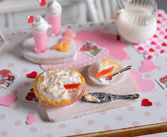 Miniature Valentine Strawberry Mergingue Pie por CuteinMiniature