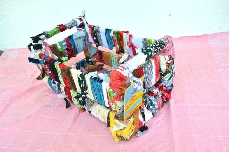 Michel vega: Siempre quiso ser diferente. #delasantagana #reciclaje #regalo #diseño #accesorios