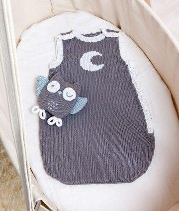 """Pour faire de beaux rêves, voici une turbulette et un doudou """"hibou"""" tricotés en Phil Thalassa de Phildar."""