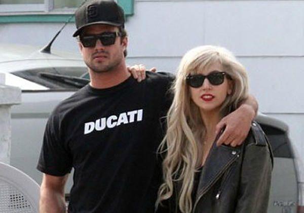 """Бывшие возлюбленные Леди Гага и Тейлор Кинни собираются """"сойтись"""" http://joinfo.ua/showbiz/1177119_Bivshie-vozlyublennie-Ledi-Gaga-Teylor-Kinni.html"""