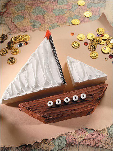 Torta a forma di nave dei pirati