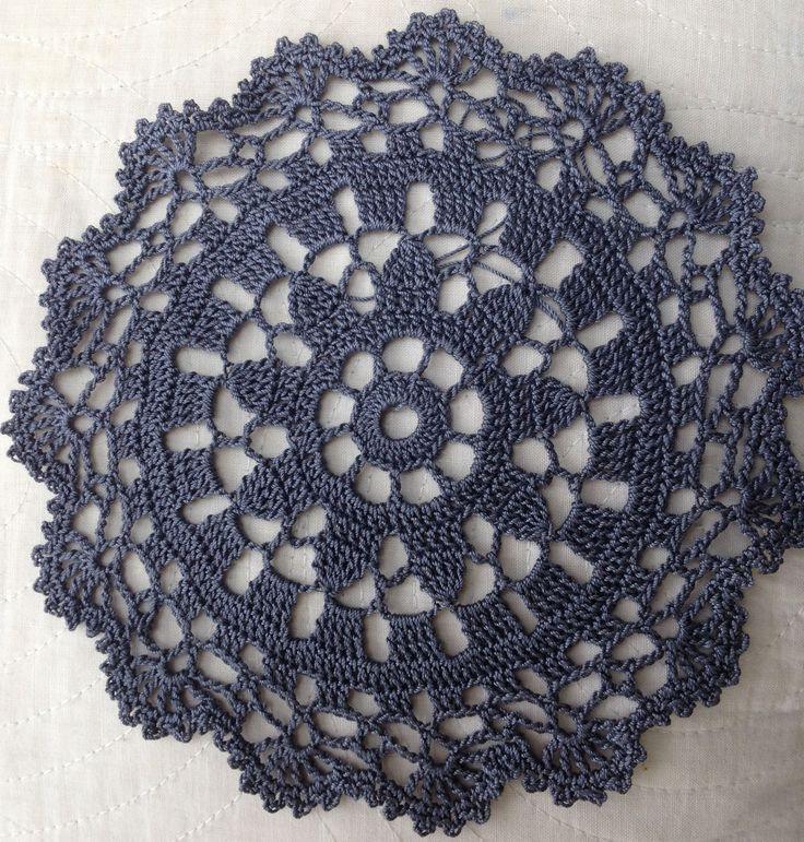 Napperon gris anthracite, au crochet et coton : Accessoires de maison par mofer
