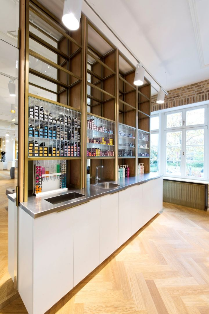 Located In The City Center Of Cosmopolitan Frankfurt Germany Haarwerk By Universalprojekt Is A One Story Hair Salon Conveniently Served