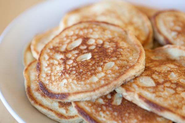 Amerikanska kardemummapannkakor, vispad grädde och hallon Här kommer ett tips på en god och lyxig frukost med amerikanska kardemummapa...