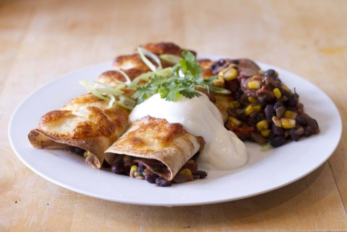 Recipe of The Day: Black Bean Enchilada / The Body Coach Blog 8g Coconut oil 100g white onion 1 clove of garlic 1 Green chilli 300g Black beans 120g fresh tomato 70g Frozen sweetcorn 100ml water 1 tsp Paprika 1 tsp Cumin 1 tsp Coriander 1 small handful fresh coriander 1 lime 2 Tortilla wraps 45g Mozzarella  135g Salad greens 50g Sour cream