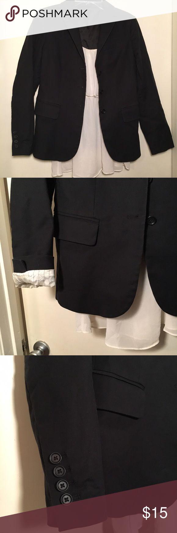 💻Basic black Gap blazer w optional roll up sleeve 💻 Basic black Gap blazer w optional roll up sleeves, fully lined, good condition GAP Jackets & Coats Blazers
